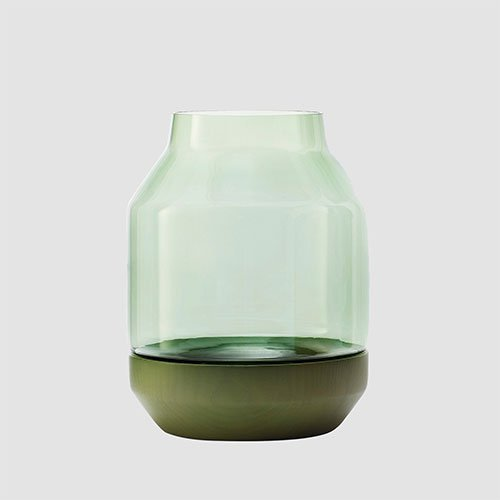 Muuto_elevated_vase_vaas_groen_green_1.jpg