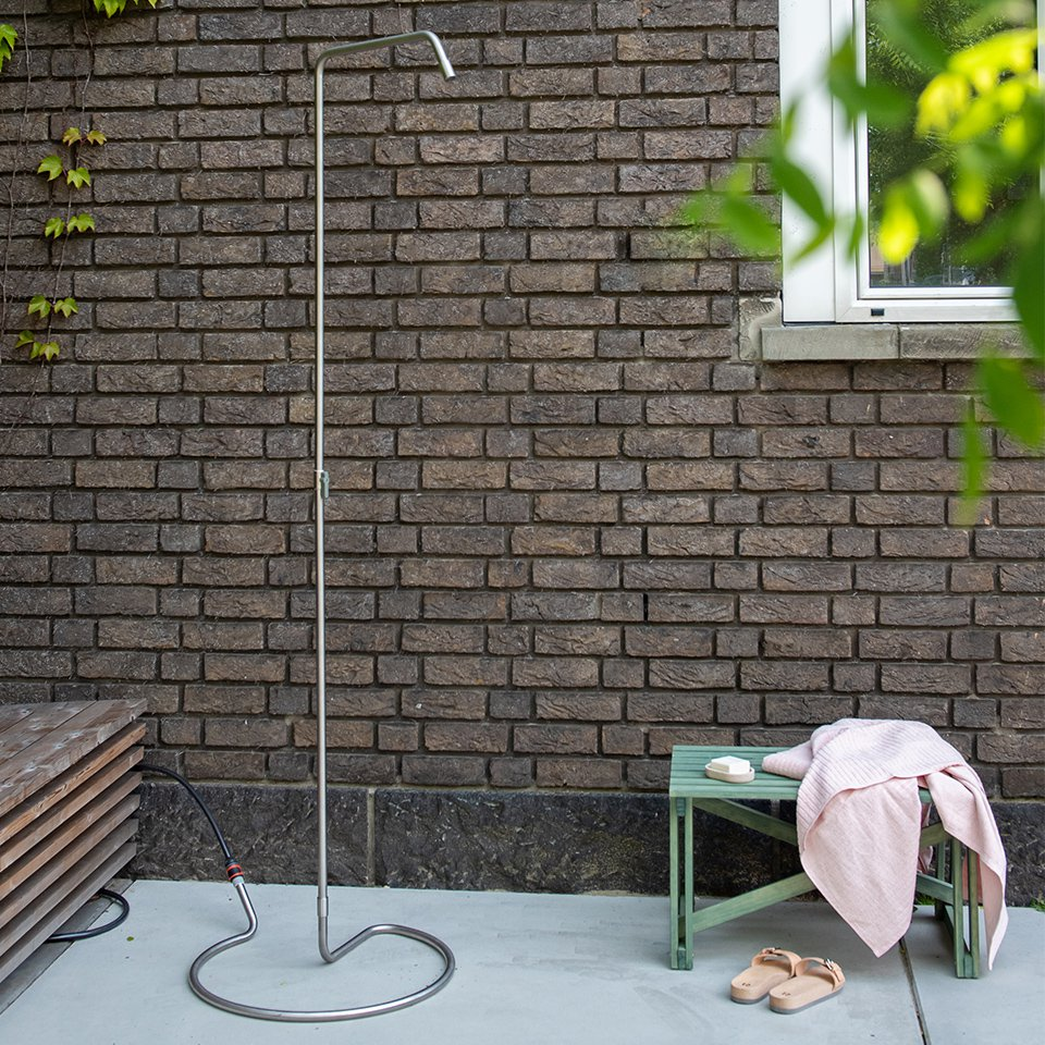 Weltevree-Serpentine-Outdoor-Shower-set-up.jpg